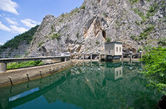 Beroemde dam in canion Matka, Macedonië royalty-vrije stock foto's