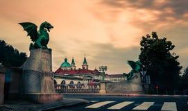 Beroemde Draakbrug & x28; Zmajski most& x29; , symbool van Ljubljana, hoofdstad van Slovenië stock foto's