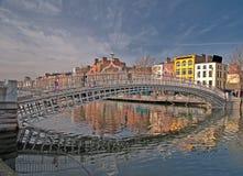 Beroemde Dublin de stuiverbrug Ierland van oriëntatiepuntHa Royalty-vrije Stock Fotografie