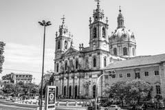 Beroemde Estrela-Basiliek in Lissabon - LISSABON/PORTUGAL - JUNI 14, 2017 stock foto's