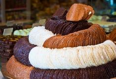 Beroemde fijnste Belgische chocolade in de opslag Stock Foto