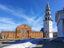 Beroemde geneigde Nevyansk-toren Russisch analogon van de leunende toren van Pisa royalty-vrije stock foto's