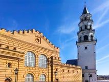 Beroemde geneigde Nevyansk-toren Russisch analogon van de leunende toren van Pisa stock afbeeldingen