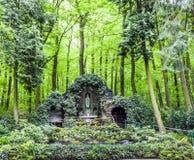 Beroemde grot van Bernadette dichtbij Stock Foto's
