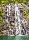 Beroemde Hengjanefossen-waterval die neer uit een steile rotsgezicht in Lysefjord komen Royalty-vrije Stock Afbeelding