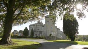 Beroemde Ierse Openbare Kasteel, Dromoland en golfclub, Provincie Clare, Ierland stock videobeelden