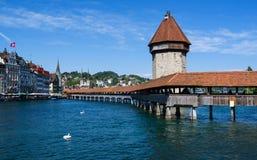 Beroemde Kapelbrug op het meer van Luzern in Zwitser, stock foto's