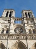 Beroemde klokketorens van Notre Dame Cathedral in Parijs, Frankrijk stock afbeeldingen