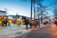 Beroemde Krupowki-straat in Zakopane in de wintertijd Royalty-vrije Stock Afbeeldingen