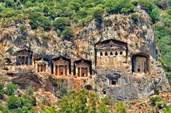 Beroemde Lycian-Graven van oude Caunos-stad, Dalyan, Turkije royalty-vrije stock afbeelding
