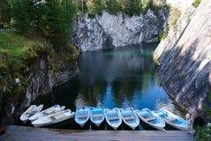 Beroemde marmeren canion in Ruskeala stock afbeeldingen
