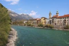 Beroemde oldtown Innsbruck en rivierherberg Stock Afbeeldingen