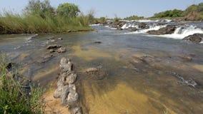 Beroemde Popa-dalingen op rivier in Caprivi, Noord-Namibië stock footage