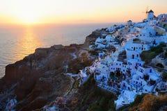 Beroemde prachtige zonsondergang in Oia Stock Foto's