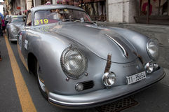 Beroemde ras retro auto's Mille Miglia Royalty-vrije Stock Afbeeldingen