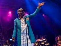 Beroemde reggaezanger en songwriter van Alpha Blondy en van het Zonnestelsel levend in Nisville Jazz Festival, 11 Augustus 2017 royalty-vrije stock afbeeldingen