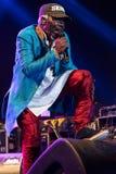 Beroemde reggaezanger en songwriter van Alpha Blondy en van het Zonnestelsel levend in Nisville Jazz Festival, 11 Augustus 2017 stock foto