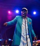 Beroemde reggaezanger en songwriter van Alpha Blondy en van het Zonnestelsel levend in Nisville Jazz Festival, 11 Augustus 2017 royalty-vrije stock foto's