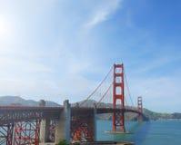 Beroemde rode opschorting Golden gate bridge in San Francisco, de V.S., op zonnige dag Stock Afbeelding