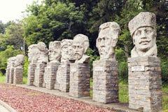 Beroemde Roemeense persoonlijkhedenstandbeelden van het kasteel van Cuza in Rugi Royalty-vrije Stock Afbeelding