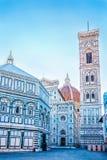 Beroemde Santa Maria del Fiore-kathedraalkerk met Baptistery in Florence stock foto's