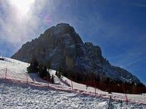 Beroemde Sasslong het Dolomiet vormt bergaf berg Italië tot een kom Stock Foto's