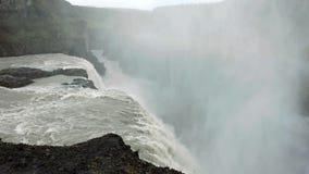 Beroemde Skogarfoss één van de mooiste watervallen van IJsland stock video