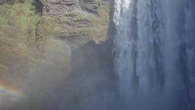 Beroemde Skogarfoss één van de mooiste watervallen van IJsland stock footage