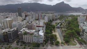 Beroemde stranden en vierkanten van de wereld Satellietbeeld van Leblon-strand en tuin van het Vierkant van Allah Rio de Janeiro  stock video