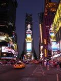 Beroemde straten onder lichten van de stad royalty-vrije stock foto