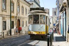 Beroemde tram 28 in lissabon Stock Afbeeldingen