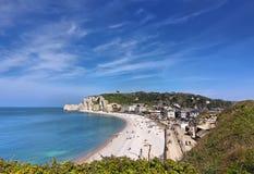 Beroemde witte klippen van Franse stad Etretat in Normandië, Frankrijk royalty-vrije stock foto's