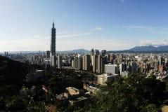 Beroemde wolkenkrabber 101 en gebouwen in Taipeh Stock Foto's
