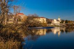 Berounkarivier en de Republiek van Radotin stad-Tsjech royalty-vrije stock foto
