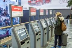 Überprüfen Sie herein Maschine an internationalem Flughafen Oslos Gardermoen Lizenzfreies Stockfoto