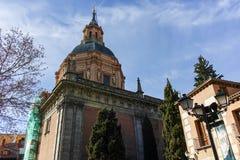 ?berraschende Ansicht von St. Andrew Church in der Stadt von Madrid lizenzfreie stockfotografie