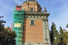 ?berraschende Ansicht von St. Andrew Church in der Stadt von Madrid stockbilder
