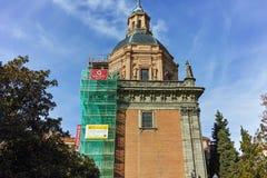 ?berraschende Ansicht von St. Andrew Church in der Stadt von Madrid lizenzfreies stockfoto