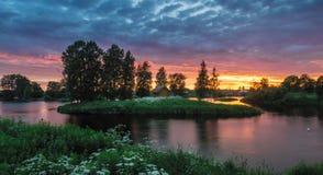 ?berraschende Beschaffenheit von Karelien, Fotos des Sonnenaufgangs und des Sonnenuntergangs, Nordlichter lizenzfreie stockfotos