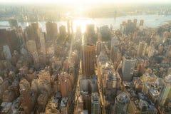 ?berraschender Luftpanoramablick des Manhattan-Espritsonnenuntergangs stockbilder