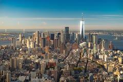 ?berraschender Luftpanoramablick des Manhattan-Espritsonnenuntergangs lizenzfreie stockfotografie