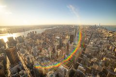 ?berraschender Luftpanoramablick des Manhattan-Espritsonnenuntergangs lizenzfreie stockbilder