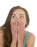 Überraschte Frau, die oben schaut Stockfoto