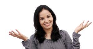 Überraschte junge Frau gegen weißen Hintergrund Stockbilder