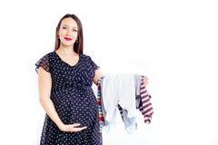 ?berraschte schwangere Frau, die auf ihr Kind wartet lizenzfreie stockfotos