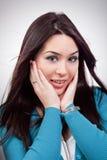 Überraschter Ausdruck auf Gesicht der jungen Frau Lizenzfreie Stockfotos