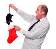 Überraschter Geschäftsmann mit ungewöhnlicher Weihnachtsgratifikation. Lizenzfreie Stockbilder