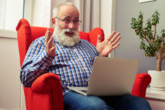 Überraschter älterer Mann Stockbilder