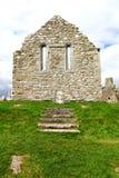 Überreste der Kirchenwand, Irland Stockfotos