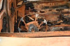 Überreste eines gebrannten heraus AUTOMOBIL-AUTOS Stockfotos
